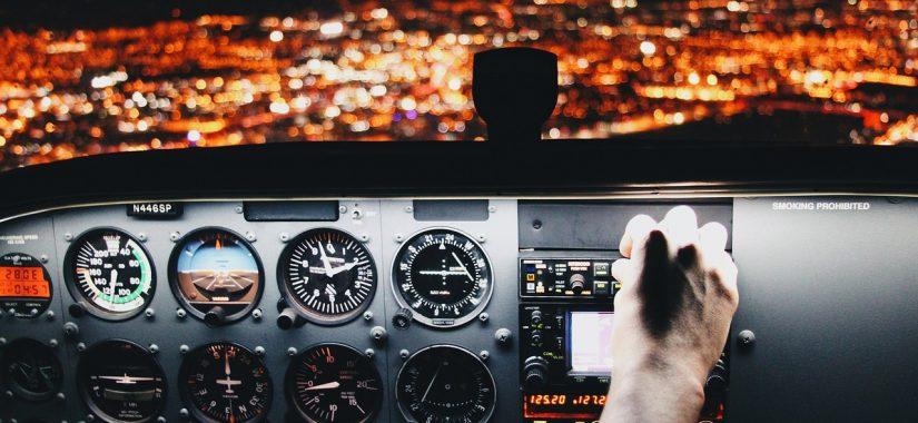 Scramble for pilots fuels airline cockpit wars