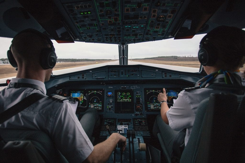 Scramble for pilots fuels airline cockpit wars